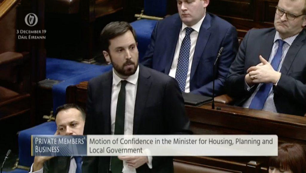 Can a government continue in office if it loses a motion of confidence in a minister?